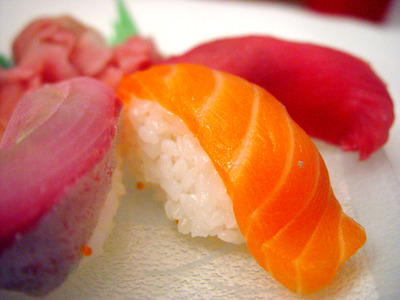 Sushis au thon maguro et au saumon
